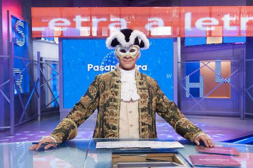 Christian Gálvez con el disfraz típico del Carnaval de Venecia