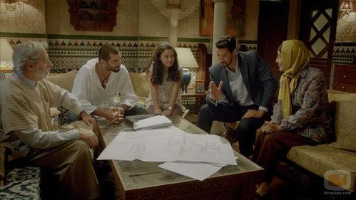 La familia de Fátima en el quinto capítulo de 'El Príncipe'