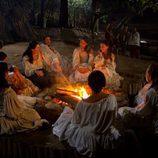 Las doncellas alrededor del fuego en 'El corazón del océano'