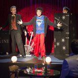 Barajas participa en un juego de magia en 'Aída'