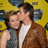 Chris Lowell besa a Tina Majorino en el preestreno de 'Veronica Mars'
