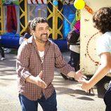 Tino y su hijo Nico en la tercera temporada de 'Con el culo al aire'