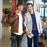 Raúl Fernández y Raúl Arévalo en la tercera temporada de 'Con el culo al aire'