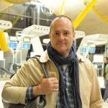 Nacho Montes, concursante de 'Supervivientes 2014', en el aeropuerto