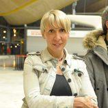 Aran Aznar, concursante de 'Supervivientes 2014', en el aeropuerto