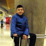 Yong Li, concursante de 'Supervivientes 2014, en el aeropuerto