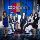 Frank Blanco junto a los colaboradores de 'Zapeando'