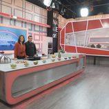 Sergio Fernández y María Jiménez Latorre posan en 'Mi madre cocina mejor que la tuya'