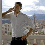 Javier Morey hablando por teléfono en 'El Príncipe'