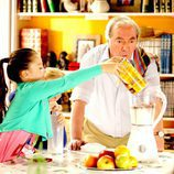 Paulino con sus nietas en 'Con el culo al aire'
