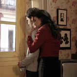 Inés abraza a Carlos en 'Cuéntame cómo pasó'