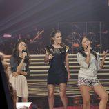 Malú canta con los finalistas de su equipo
