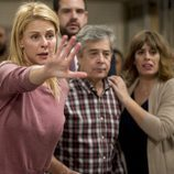 Belén Rueda junto con Carlos Iglesias y Neus Sanz en el capítulo seis de 'B&b'