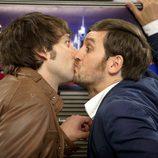 Ángel y Jorge se besan en la boca en 'Con el culo al aire'