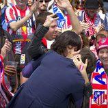 Eli y Jorge se besan en el Calderón en 'Con el culo al aire'
