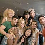 Shakira junto a los actores de 'Dreamland'