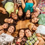 Los actores de 'Dreamland' sonrientes