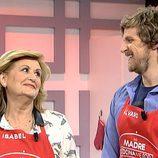 Álvaro de la Lama con su madre en 'Mi madre cocina mejor que la tuya'