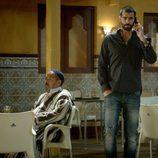 Rubén Cortada habla por telefono en 'El Príncipe'