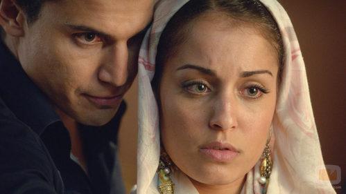 Álex González y Hiba Abouk vuelven a estar muy cerca en 'El Príncipe'