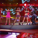 Rodolfo Chikilicuatre hace su coreografía en la final de Eurovisión 2008