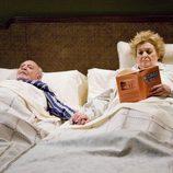 Pepe Ruiz y Marisa Porcel en el capítulo 'Padre Arturo' de 'La familia Mata'