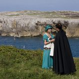 Adriana Ugarte y Rodolfo Sancho en el acantilado