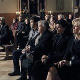 La familia Alcántara en la iglesia en 'Cuéntame cómo pasó'