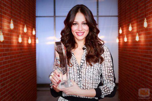 Eva González posa con el trofeo de 'Masterchef'