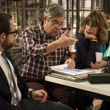 Susana, César y Lucas se reúnen en la redacción de la revista