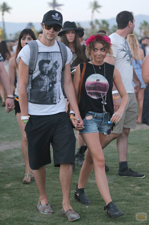 La actriz de 'Modern Family', Sarah Hyland, y su novio Matt Prokop en el Festival de Música Coachella 2014