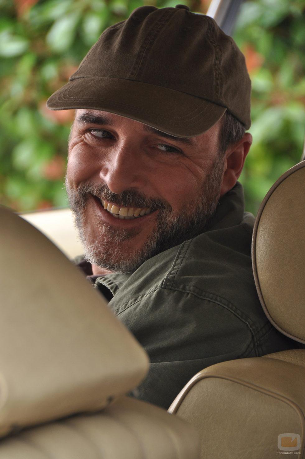 Fernando Guillén es Javier en 'Rescatando a Sara'