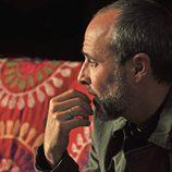 Fernando Guillén es periodista en 'Rescatando a Sara'