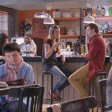 Arancha Martí y Ramón Pujol en el bar de 'Ciega a citas'