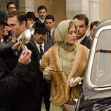 La princesa Gracia de Mónaco visita las galerías en 'Velvet'