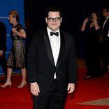 Josh Gad posa en la alfombra roja de la Cena de Corresponsales de la Casa Blanca