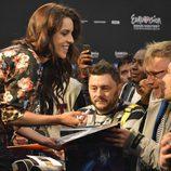 Ruth Lorenzo firma autógrafos en un encuentro con los fans