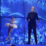 Montenegro, con una patinadora, en la Final de Eurovisión 2014