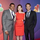 Debra Messing y sus compañeros de reparto de 'The Mysteries of Laura' en los Upfronts 2014 de NBC