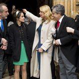 Gonzalo de Castro espera junto con Belén Rueda y Macarena García a su futura mujer en 'B&b, de boca en boca'