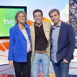 Montse Abbad, Jacob Petrus y Nicolás García en la presentación de 'Aquí la Tierra'