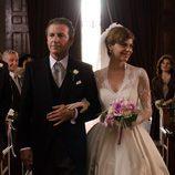 Pep Munné llega al altar de la mano de su hija en 'Velvet'