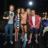 Abraham posa junto a los presentadores de 'Supervivientes 2014' y Rosa Benito