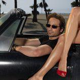 David Duchovny subido en su coche en 'Californication'