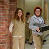 Kate Mulgrew y Natasha Lyonne en la segunda temporada de 'Orange is the New Black'