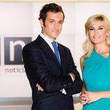 Alvaro Zancajo y Sandra Golpe presentan en Antena 3 el 'Informativo de fin de semana'