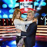 Mariló Montero y Millán Salcedo en el plató de 'El pueblo más divertido'