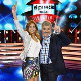 Los presentadores de 'El pueblo más divertido' de La 1 en el plató del programa