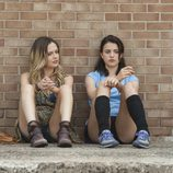 Emily Meade y Margaret Qualley en 'The Leftovers'