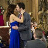 Paco León y Melani Olivares se besan en el último capítulo de 'Aída'